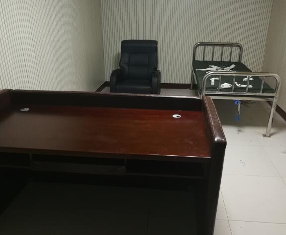AZY-ZR19型软包审讯桌(图4)